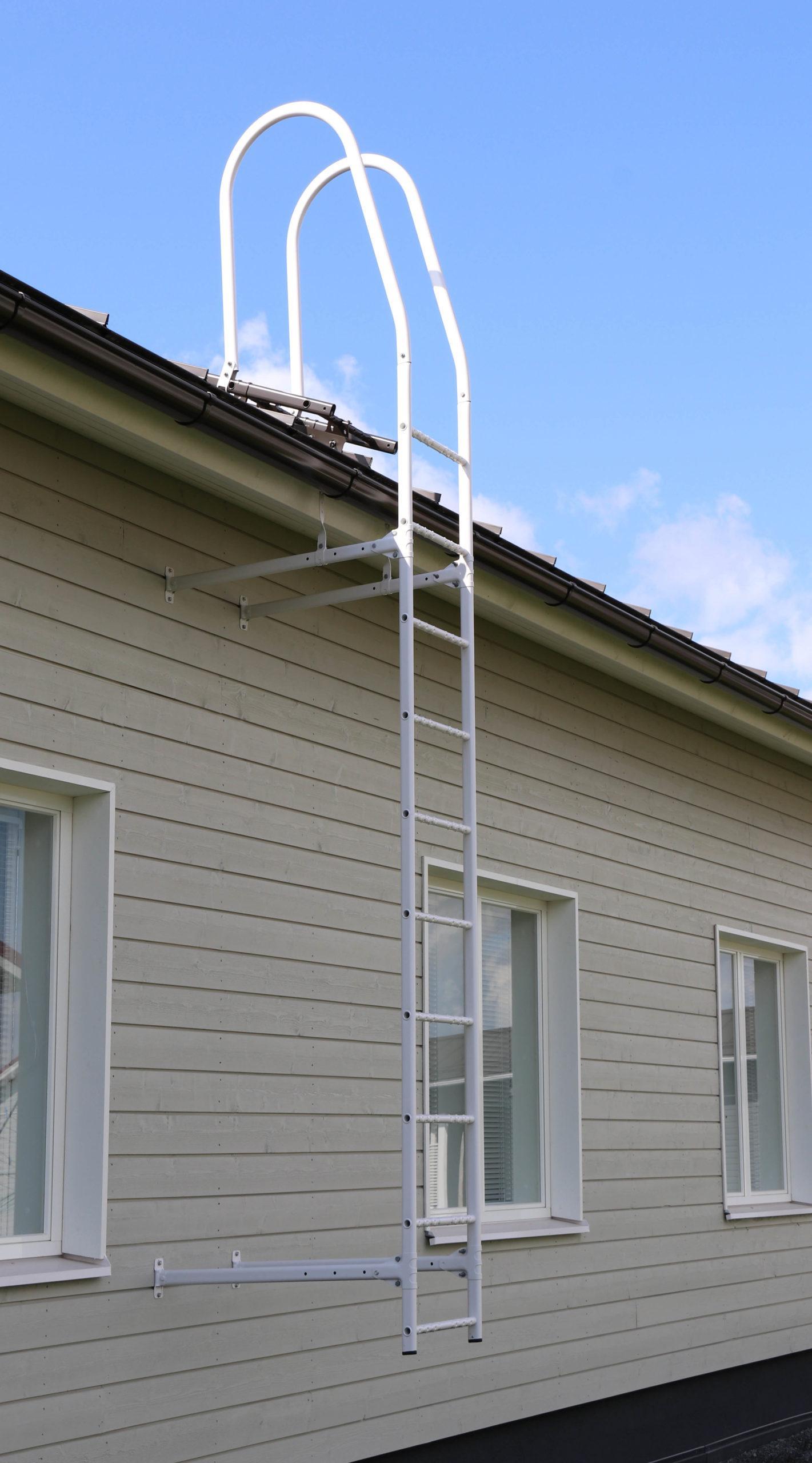 Pisko seinätikkaat ovat turvallinen kulkireitti omakotitalon katolle.