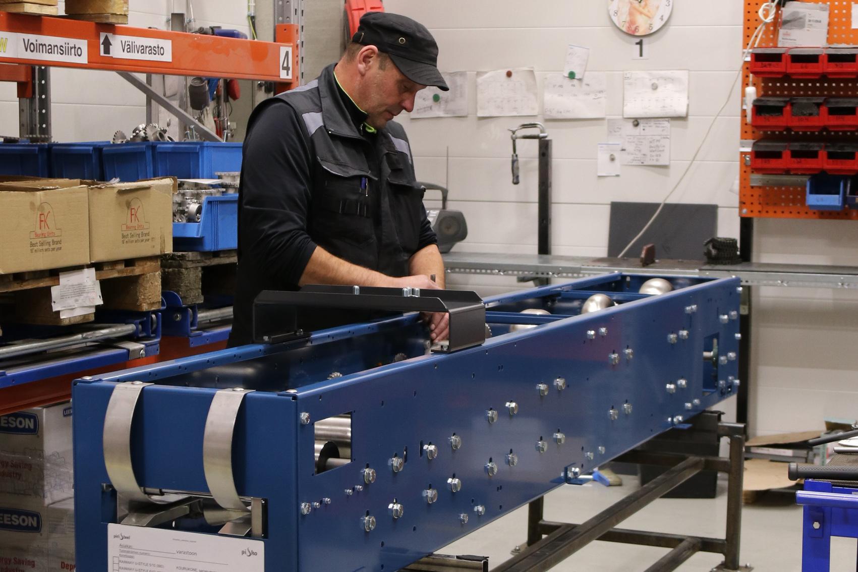 Kourukoneet valmistetaan alusta loppuun Kauhavan tehtaallamme