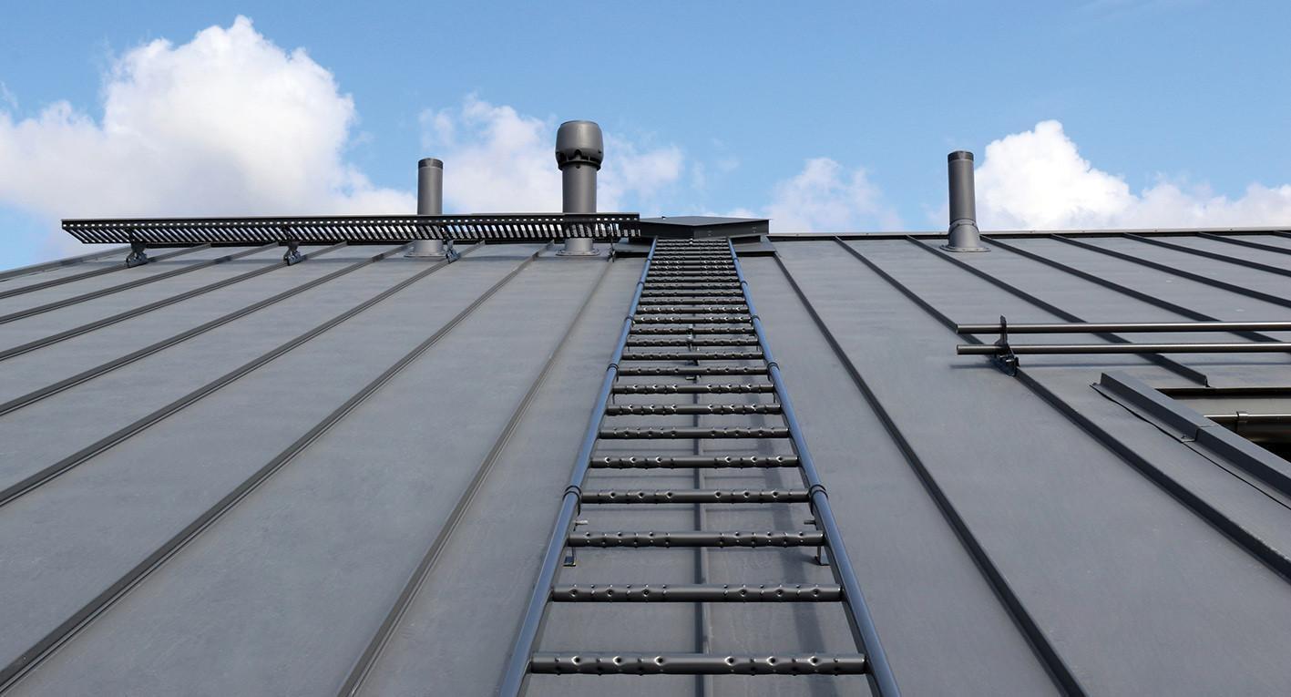 Pisko kattotikkailla ja kattosillalla liikut turvallisesti katon huollettaville kohteille.