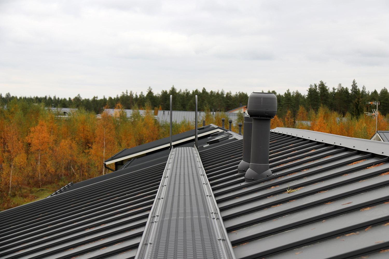 Tukeva Pisko kattosilta tuo turvaa katolla liikuttaessa
