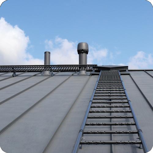 Lumiesteet, kattosillta ja tikkaat tlee huoltaa säännöllisesti.